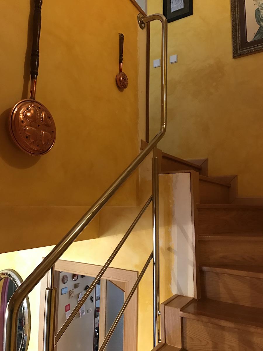 Barandilla con doble division 20 en escalera de banzos - Precios barandillas de madera ...
