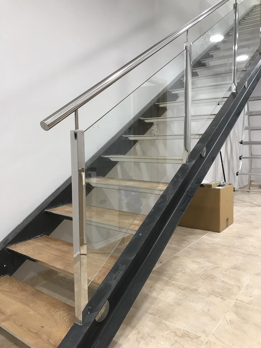 Barandilla de tubo estructural40x40 sobre escalera - Barandillas de escaleras ...