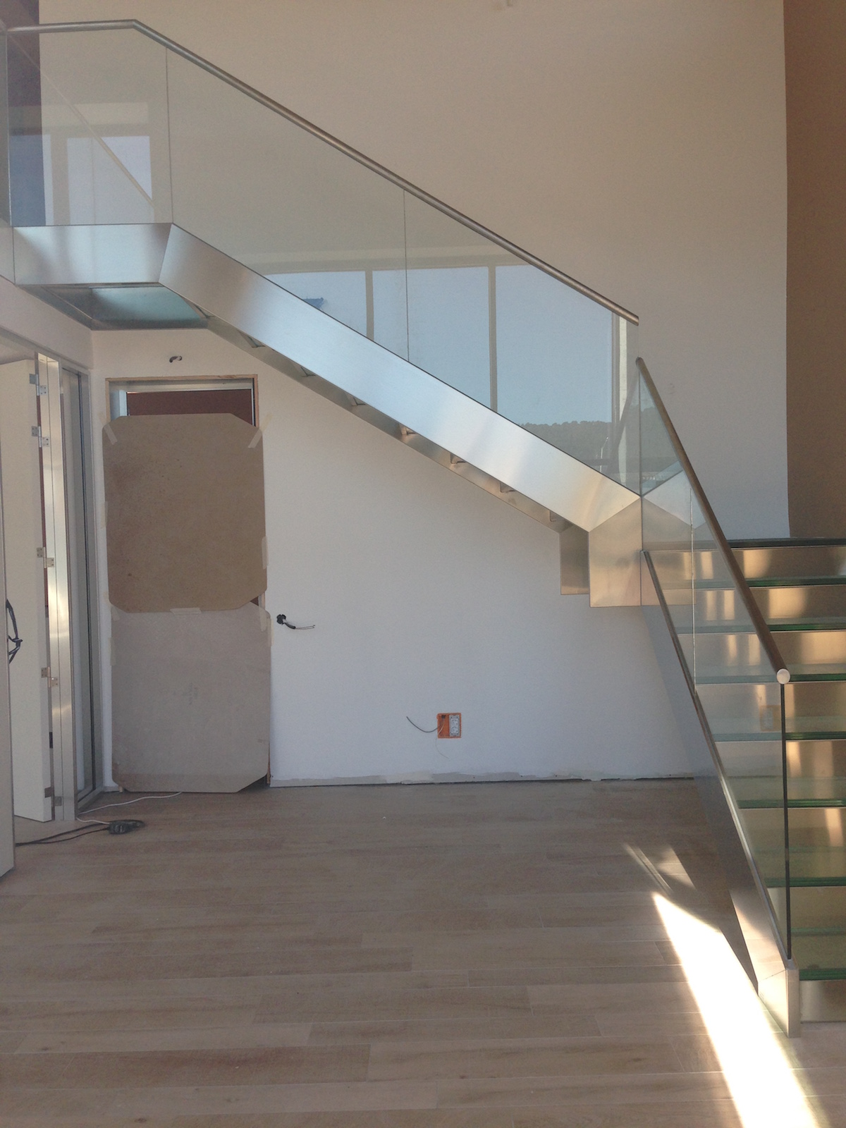 Escalera con pelda o de cristal fr inox - Escaleras con cristal ...