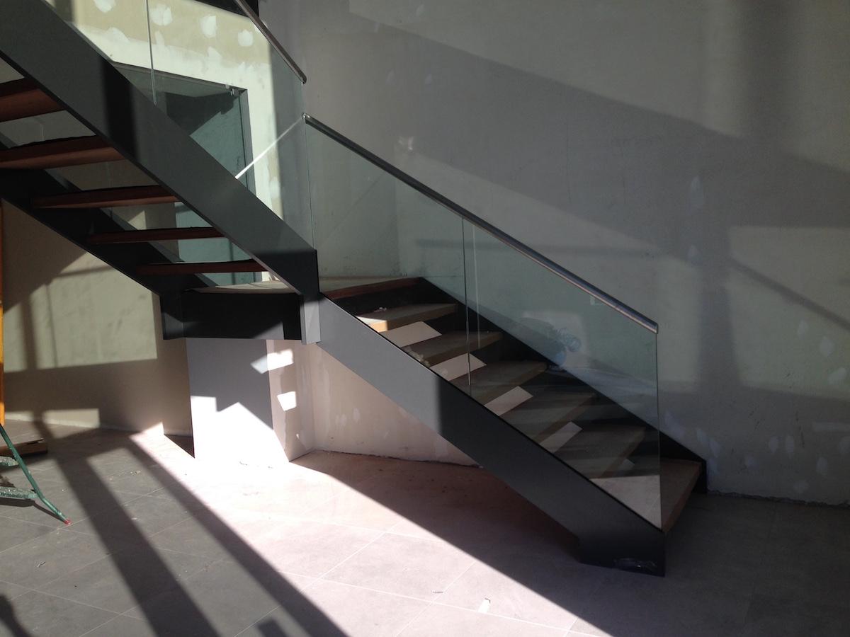 escalera volada de acero al carbono
