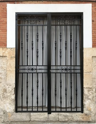 PUERTA DE DOS HOJAS DE FORJA (1)