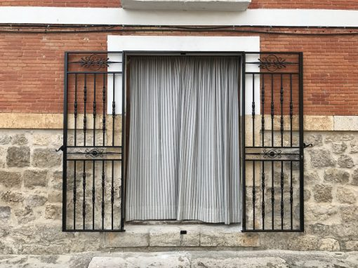 PUERTA DE DOS HOJAS DE FORJA