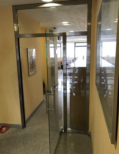 PUERTA UNIBLOCK CON HOJA DE CRISTAL TEMPLADO (3)